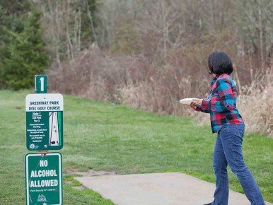 Disc golfing at Fanno Creek in Oregon's Tualatin Valley