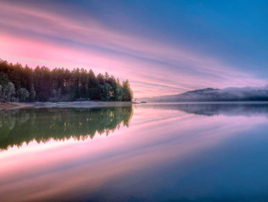 Winter sunrise at Hagg Lake in Gaston, Oregon in the Tualatin Valley
