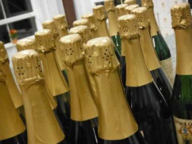 Celebrate with Oregon Bubbly