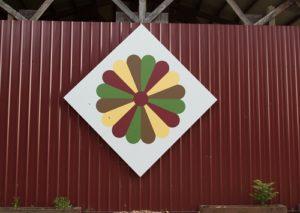 foehlinger farm dresden plate quilt barn