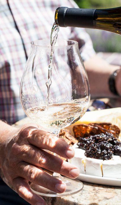 Blakeslee_Vineyard-white-wine-patio-KK-web