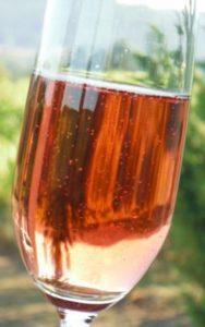 Rose sparkling wine in Oregon