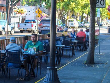 Outdoor dining in beaverton Oregon